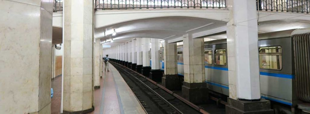 Прием макулатуры на станции метро Александровский сад